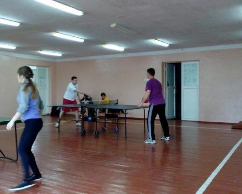 Проведено змагання серед команд педагогічних працівників з тенісу настільного, шахів, волейболу