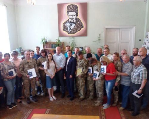 В смт Озерне відбулася урочиста церемонія випуску регіональних курсів за програмою Україна-НАТО  з перепідготовки військовослужбовців