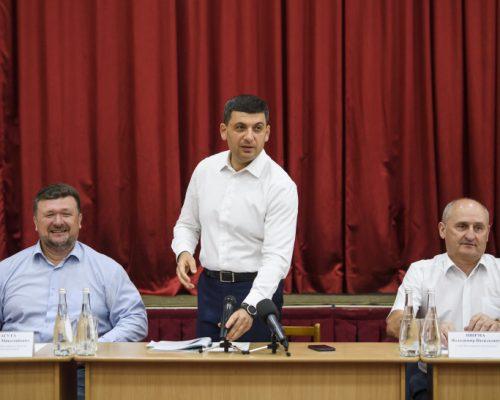Прем'єр-міністр у Глибочицькій ОТГ: Уряд пропонує надати районним центрам статус об'єднаних громад