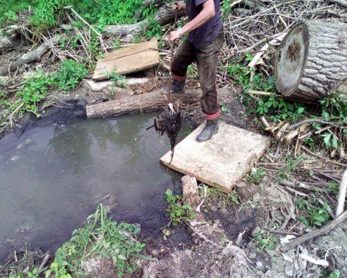 У Озерному тривають ремонтні роботи на трубопроводі магістральної каналізації